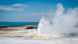 Find cheap flights to Yellowstone National Park